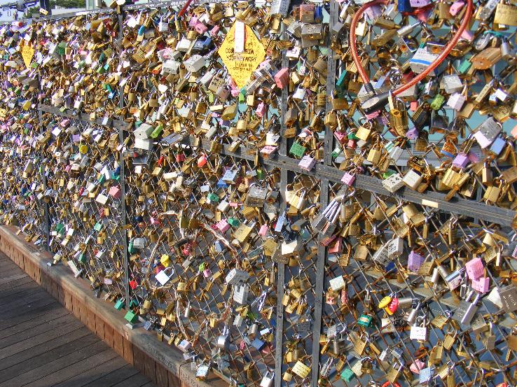 Paris romantique cadenas au pont des arts - Cadenas amoureux pont paris ...